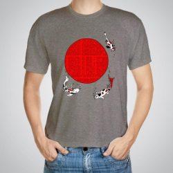 Мъжка тениска Японски риби e изработена от висококачествен памук с ярки цветове и прецизен детайл – сякаш някой е рисувал с четка и бои върху плата.