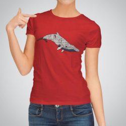 Дамска тениска Голям кит е изработена от висококачествен памук и последно поколение технология за печат. Цветовете са ярки и наситени, сякаш някой е рисувал върху тениската.