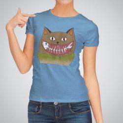 Дамска тениска с принт Усмивка е изработена от висококачествен памук и последно поколение технология за печат. Цветовете са ярки и наситени, сякаш някой е рисувал върху тениската.