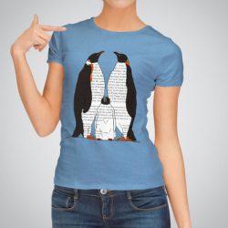 Дамска тениска Семейство Пингвини е изработена от висококачествен памук и последно поколение технология за печат. Цветовете са ярки и наситени, сякаш някой е рисувал върху тениската.