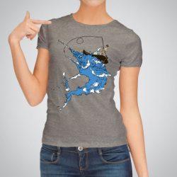 Дамска тениска Синьо Чудовище е изработена от висококачествен памук и последно поколение технология на печат. Ярки цветове и прецизен детайл – сякаш някой е рисувал с четка и бои върху плата.