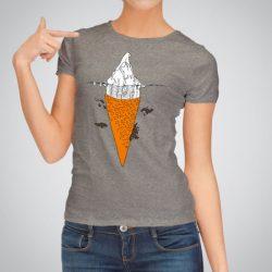 Дамска тениска Сладолед е изработена от висококачествен памук и последно поколение технология за печат. Цветовете са ярки и наситени, сякаш някой е рисувал върху тениската.