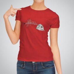 Дамска тениска Рибена Кост е изработена от висококачествен памук и последно поколение технология за печат. Цветовете са ярки и наситени, сякаш някой е рисувал върху тениската.