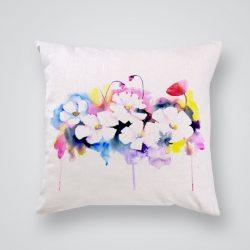 Декоративна калъфка Бели цветя е изработена от качествен текстил в натурален бял цвят, с щампа от едната страна и скрит цип за лесна поддръжка. Калъфката е ушита ръчно и с грижа, печатът е безопасен, с нетоксични мастила и трайни цветове.