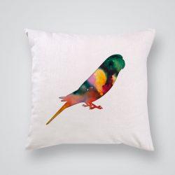 Декоративна калъфка Папагал е изработена от качествен текстил в натурален бял цвят, с щампа от едната страна и скрит цип за лесна поддръжка. Калъфката е ушита ръчно и с грижа, печатът е безопасен, с нетоксични мастила и трайни цветове.
