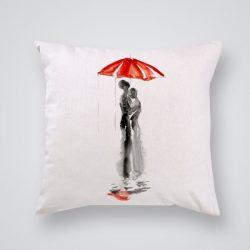 Декоративна калъф Под чадъра е изработена от качествен текстил в натурален бял цвят, с щампа от едната страна и скрит цип за лесна поддръжка. Калъфката е ушита ръчно и с грижа, печатът е безопасен, с нетоксични мастила и трайни цветове.