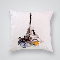Декоративна калъфка с принт Айфеловата кула е изработена от качествен текстил в натурален бял цвят, с щампа от едната страна и скрит цип за лесна поддръжка. Калъфката е ушита ръчно и с грижа, печатът е безопасен, с нетоксични мастила и трайни цветове.