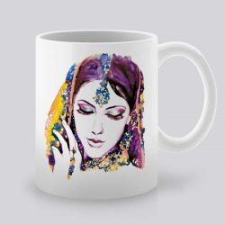 Сутрешната чаша кафе или чай става още по-приятна, с дизайнерската ни керамична чаша с щампа Индийка.