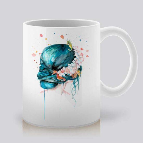 Сутрешната чаша кафе или чай става още по-приятна, с дизайнерската ни керамична чаша с щампа Морска сирена.