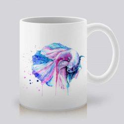 Сутрешната чаша кафе или чай става още по-приятна, с дизайнерската ни керамична чаша с щампа Рибка Бета.