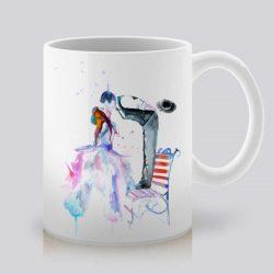 Сутрешната чаша кафе или чай става още по-приятна, с дизайнерската ни керамична чаша с щампа Целувка.