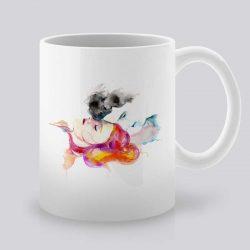 Сутрешната чаша кафе или чай става още по-приятна, с дизайнерската ни керамична чаша с щампа Влюбена Двойка.