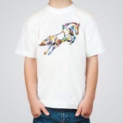 Детска тениска с Галопиращ кон е изработена от висококачествен памук и последно поколение технология на печат. Можете да изберете тениска с принт по ваш вкус от от различните ни тематични серии.