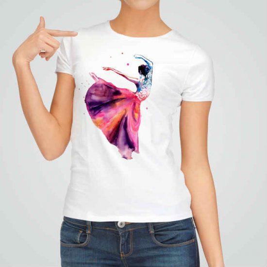 Дамска тениска Балерина е изработена от висококачествен памук и последно поколение технология на печат. Ярки цветове и прецизен детайл – сякаш някой е рисувал с четка и бои върху плата.