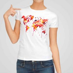 Дамска тениска Червена Карта на Света е изработена от висококачествен памук и последно поколение технология на печат. Ярки цветове и прецизен детайл – сякаш някой е рисувал с четка и бои върху плата.