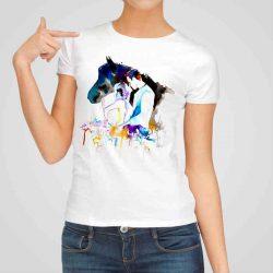 Дамска тениска Флирт е изработена от висококачествен памук и последно поколение технология на печат. Ярки цветове и прецизен детайл – сякаш някой е рисувал с четка и бои върху плата.
