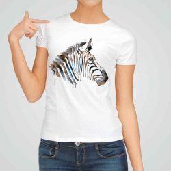 Дамска тениска Глава на Зебра е изработена от висококачествен памук и последно поколение технология на печат. Ярки цветове и прецизен детайл – сякаш някой е рисувал с четка и бои върху плата.