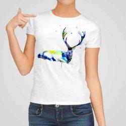 Дамска тениска Голям Елен е изработена от висококачествен памук и последно поколение технология на печат. Ярки цветове и прецизен детайл – сякаш някой е рисувал с четка и бои върху плата.