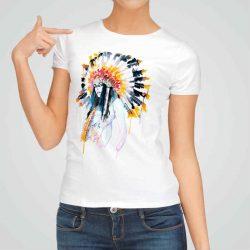 Дамска тениска Индианка е изработена от висококачествен памук и последно поколение технология на печат. Ярки цветове и прецизен детайл – сякаш някой е рисувал с четка и бои върху плата.