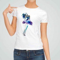 Дамска тениска Изкуство е изработена от висококачествен памук и последно поколение технология на печат. Ярки цветове и прецизен детайл – сякаш някой е рисувал с четка и бои върху плата.