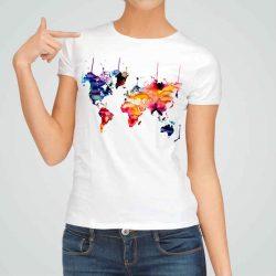 Дамска тениска Карта на Света е изработена от висококачествен памук и последно поколение технология на печат. Ярки цветове и прецизен детайл – сякаш някой е рисувал с четка и бои върху плата.