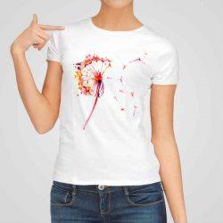 Дамска тениска Красиво Глухарче е изработена от висококачествен памук и последно поколение технология на печат. Ярки цветове и прецизен детайл – сякаш някой е рисувал с четка и бои върху плата.