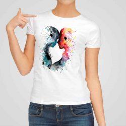 Дамска тениска Любов е изработена от висококачествен памук и последно поколение технология на печат. Ярки цветове и прецизен детайл – сякаш някой е рисувал с четка и бои върху плата.