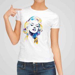 Дамска тениска Мерлин Монро е изработена от висококачествен памук и последно поколение технология на печат. Ярки цветове и прецизен детайл – сякаш някой е рисувал с четка и бои върху плата.