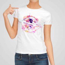Дамска тениска Отражение На Балерина е изработена от висококачествен памук и последно поколение технология на печат. Ярки цветове и прецизен детайл – сякаш някой е рисувал с четка и бои върху плата.
