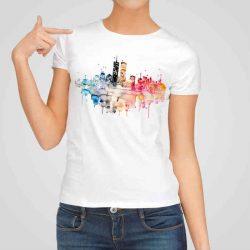 Дамска тениска Пейзаж е изработена от висококачествен памук и последно поколение технология на печат. Ярки цветове и прецизен детайл – сякаш някой е рисувал с четка и бои върху плата.