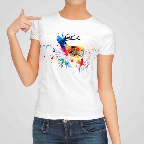 Дамска тениска Рисуван Елен е изработена от висококачествен памук и последно поколение технология на печат. Ярки цветове и прецизен детайл – сякаш някой е рисувал с четка и бои върху плата.