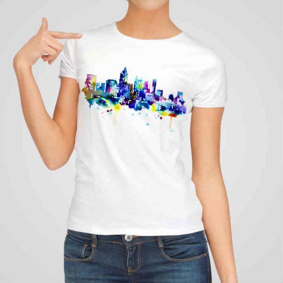 Дамска тениска Рисуван Град 2 е изработена от висококачествен памук и последно поколение технология на печат. Ярки цветове и прецизен детайл – сякаш някой е рисувал с четка и бои върху плата.