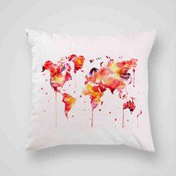 Декоративна калъфка Червена Карта е изработена от качествен текстил в натурален бял цвят, с щампа от едната страна и скрит цип за лесна поддръжка. Калъфката е ушита ръчно и с грижа, печатът е безопасен, с нетоксични мастила и трайни цветове.