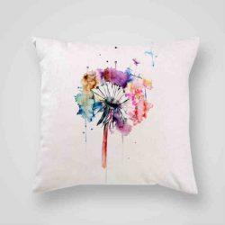 Декоративна калъфка Рисувано Глухарче е изработена от качествен текстил в натурален бял цвят, с щампа от едната страна и скрит цип за лесна поддръжка. Калъфката е ушита ръчно и с грижа, печатът е безопасен, с нетоксични мастила и трайни цветове.