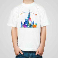 Детска тениска Дисни Замък е изработена от висококачествен памук и последно поколение технология на печат. Можете да изберете тениска с принт по ваш вкус от от различните ни тематични серии.
