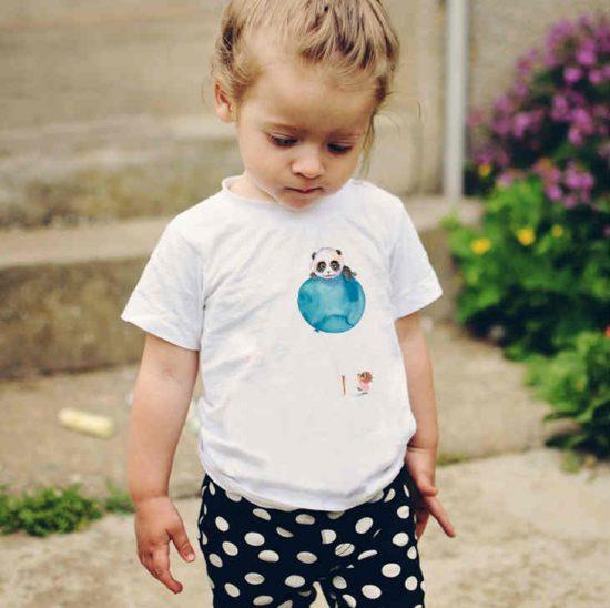 Детска тениска Ела с мен е изработена от висококачествен памук и последно поколение технология на печат. Можете да изберете тениска с принт по ваш вкус от от различните ни тематични серии.