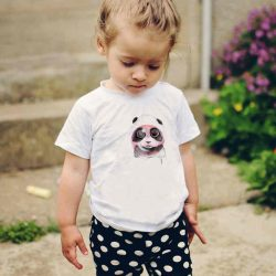Детска тениска Панда Надува Балон е изработена от висококачествен памук и последно поколение технология на печат. Можете да изберете тениска с принт по ваш вкус от от различните ни тематични серии.