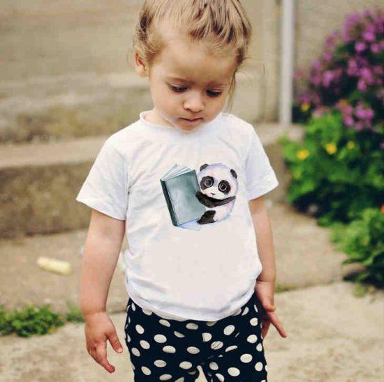 Детска тениска Панда с Книжка е изработена от висококачествен памук и последно поколение технология на печат. Можете да изберете тениска с принт по ваш вкус от от различните ни тематични серии.