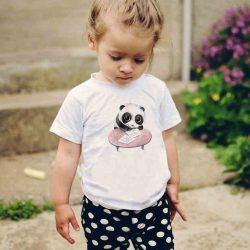 Детска тениска Панда Ученик е изработена от висококачествен памук и последно поколение технология на печат. Можете да изберете тениска с принт по ваш вкус от от различните ни тематични серии.