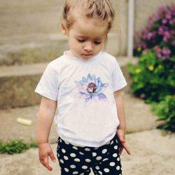 Детска тениска Спящо Бухалче е изработена от висококачествен памук и последно поколение технология на печат. Можете да изберете тениска с принт по ваш вкус от от различните ни тематични серии.