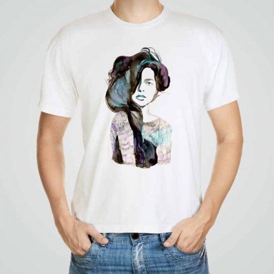 Мъжка тениска Буйни Коси e изработена от висококачествен памук с ярки цветове и прецизен детайл – сякаш някой е рисувал с четка и бои върху плата.