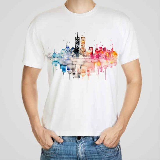 Мъжка тениска Двете Кули e изработена от висококачествен памук с ярки цветове и прецизен детайл – сякаш някой е рисувал с четка и бои върху плата.