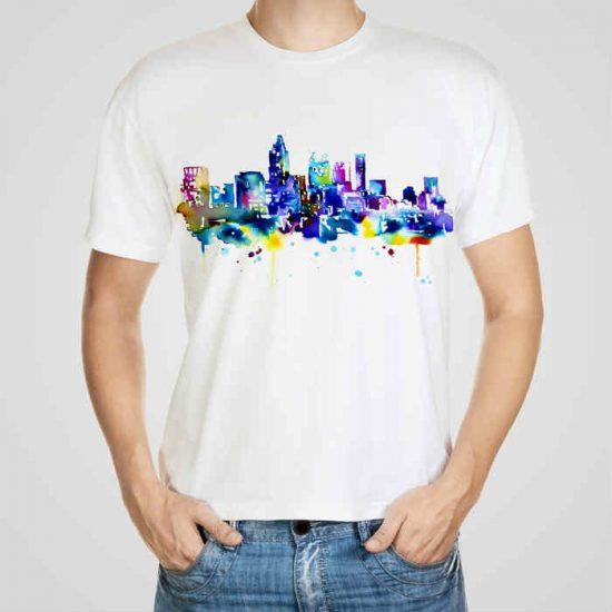 Мъжка тениска Гледка към Града e изработена от висококачествен памук с ярки цветове и прецизен детайл – сякаш някой е рисувал с четка и бои върху плата.