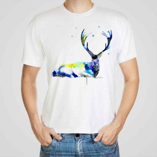 Мъжка тениска Голям Елен e изработена от висококачествен памук с ярки цветове и прецизен детайл – сякаш някой е рисувал с четка и бои върху плата.