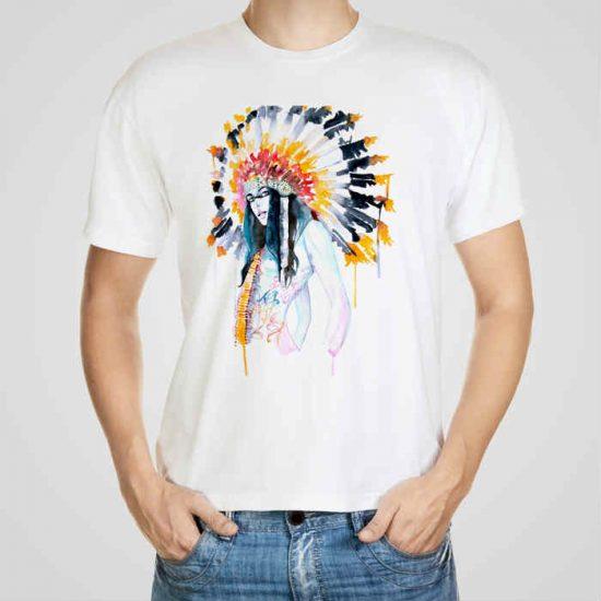 Мъжка тениска Индианка e изработена от висококачествен памук с ярки цветове и прецизен детайл – сякаш някой е рисувал с четка и бои върху плата.
